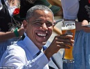 Tổng thống Obama thưởng thức bia và xúc xích Đức