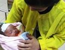 Cứu sống bé 1 tháng tuổi bị ngạt do sưởi than