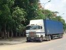 Bắt giữ xe đầu kéo nghi chở gỗ lậu, tài xế không hợp tác