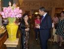 20 đại sứ dự triển lãm của nữ họa sĩ tặng tranh Tổng thống Obama