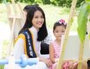 Siêu mẫu châu Á diện áo dài trắng vui chơi cùng thiếu nhi