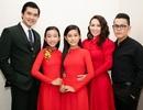 Phi Nhung đưa 3 cô con gái đi cùng khi biểu diễn