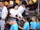 Gia đình nhỏ của Trương Quỳnh Anh cùng dàn sao đi từ thiện Trung thu