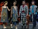 Kỹ thuật thêu vàng Dubai, vải lanh dân tộc Mông cùng được phô diễn