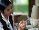 Hoa hậu Ngọc Hân đội mưa thăm làng gốm cổ 500 tuổi tại Huế