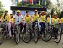 Hàng trăm ca sỹ, sinh viên đạp xe với chân dung Nick Vujicic trên ngực