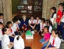 Cảm động tấm lòng những em nhỏ giúp đỡ người già neo đơn