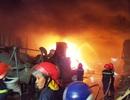 Cháy lớn thiêu rụi nhiều kho chứa hàng
