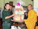 Bộ đội Biên phòng chúc Tết cổ truyền của đồng bào Khmer