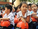 TPHCM: Khảo sát tình hình đội mũ bảo hiểm ở học sinh tiểu học