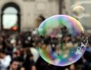 """VCBS: Rủi ro bong bóng tài sản khi dòng tiền """"chảy"""" vào chứng khoán"""