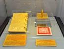 Độc đáo bộ sách bằng vàng ròng quý hiếm bậc nhất Việt Nam