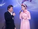 Việt Trinh diện áo dài kết hoa song ca với Quang Lê