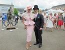Dustin Nguyễn - Bebe dự đua ngựa mừng sinh nhật nữ hoàng Anh 90 tuổi
