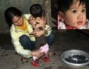 Ngằn ngặt tiếng khóc của bé 14 tháng tuổi mắc bệnh hiếm gặp