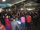 Tiểu thương chợ thành phố Hà Tĩnh ăn mừng sau khi đối thoại với Chủ tịch tỉnh