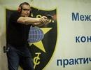 Phó Thủ tướng Nga vô tình bắn vào chân