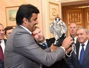 Putin tặng chim ưng cho Quốc vương Qatar
