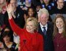Bà Hillary giành chiến thắng ở Iowa nhờ tung đồng xu