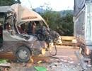 Xe khách nát bét đầu, 1 người chết, 5 người nhập viện