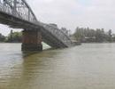 Sập cầu Ghềnh, nhiều xe rớt xuống sông