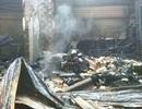 18 gian hàng cháy rụi trong đêm
