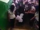 Nữ sinh bị nhóm bạn giật tóc, đánh hội đồng