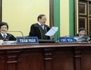 Thẩm phán Tòa án TPHCM mặc áo choàng khi xét xử