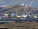 """Xe bọc thép, binh sĩ Triều Tiên """"vây"""" khu công nghiệp chung"""