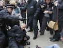Cảnh sát Anh đụng độ với người biểu tình chống G-8