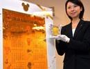 Cuốn lịch năm mới khổng lồ được làm bằng vàng ròng