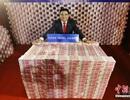 Triệu phú Trung Quốc tài trợ 16 tấn tiền mặt
