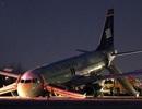 Máy bay Mỹ chở 150 người bị gãy càng hạ cánh