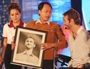"""Nick Vujicic được tặng ảnh chân dung """"như đúc"""" do họa sĩ khuyết tật Việt Nam vẽ"""