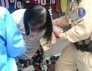 Hà Nội: CSGT giúp đỡ cụ già lạc đường, bị thương tìm người thân