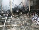 Phong tỏa hiện trường điều tra nguyên nhân vụ cháy chợ Phủ Lý