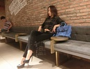 Mải tạo dáng chụp ảnh, hotgirl Emily bị thanh niên trộm điện thoại iPhone