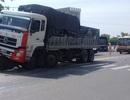 Người đi xe đạp thoát chết hi hữu khi bị cuốn vào gầm ôtô tải