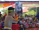 Nín thở xem võ sĩ Việt Nam dùng mắt đẩy cong thanh sắt