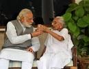 Thủ tướng Ấn Độ khoe ảnh chăm mẹ già trên mạng xã hội