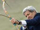 Ngoại trưởng Mỹ tập bắn cung tại Mông Cổ