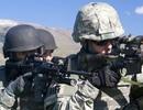 Đặc nhiệm Anh dùng dao hạ gục 3 phiến quân IS sau khi hết đạn