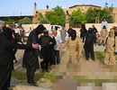 Hãi hùng chuyện IS nhúng chiến binh đào ngũ vào nồi nước sôi