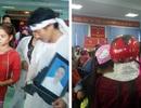"""Vụ sản phụ và cháu bé ở Quảng Bình tử vong: Người nhà mang di ảnh đến """"vây"""" bệnh viện"""