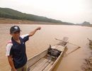 Anh nông dân quên sợ hãi, chèo thuyền đi cứu 3 người bị lũ cuốn