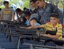 Xem trẻ em Thái Lan tập bắn súng