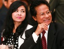 Danh ca Chế Linh và vợ ấm áp trong vòng tay fan hâm mộ