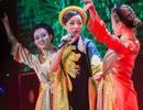 Phạm Thu Hà rạng rỡ biểu diễn với áo tứ thân cách điệu