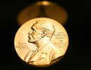"""Cách dễ nhất để là chủ nhân giải Nobel, đó là mua… """"huy chương"""""""