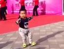 Cậu bé tí hon nhảy múa siêu dễ thương gây sốt